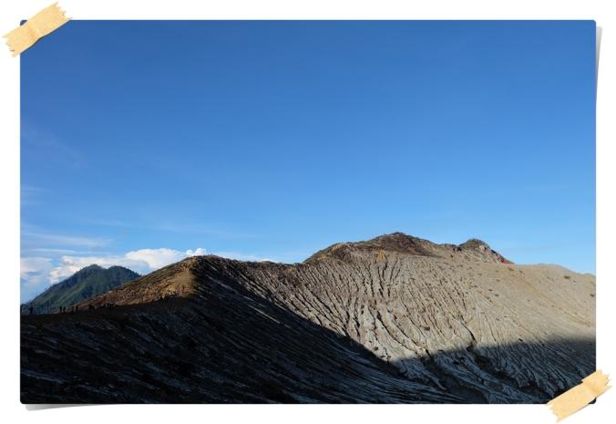 salah satu pemandangan menakjubkan di puncak Ijen