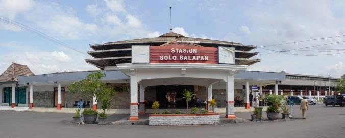 Tampak Depan Stasiun Balapan Solo, gambar diambil dari en.wikipedia.org